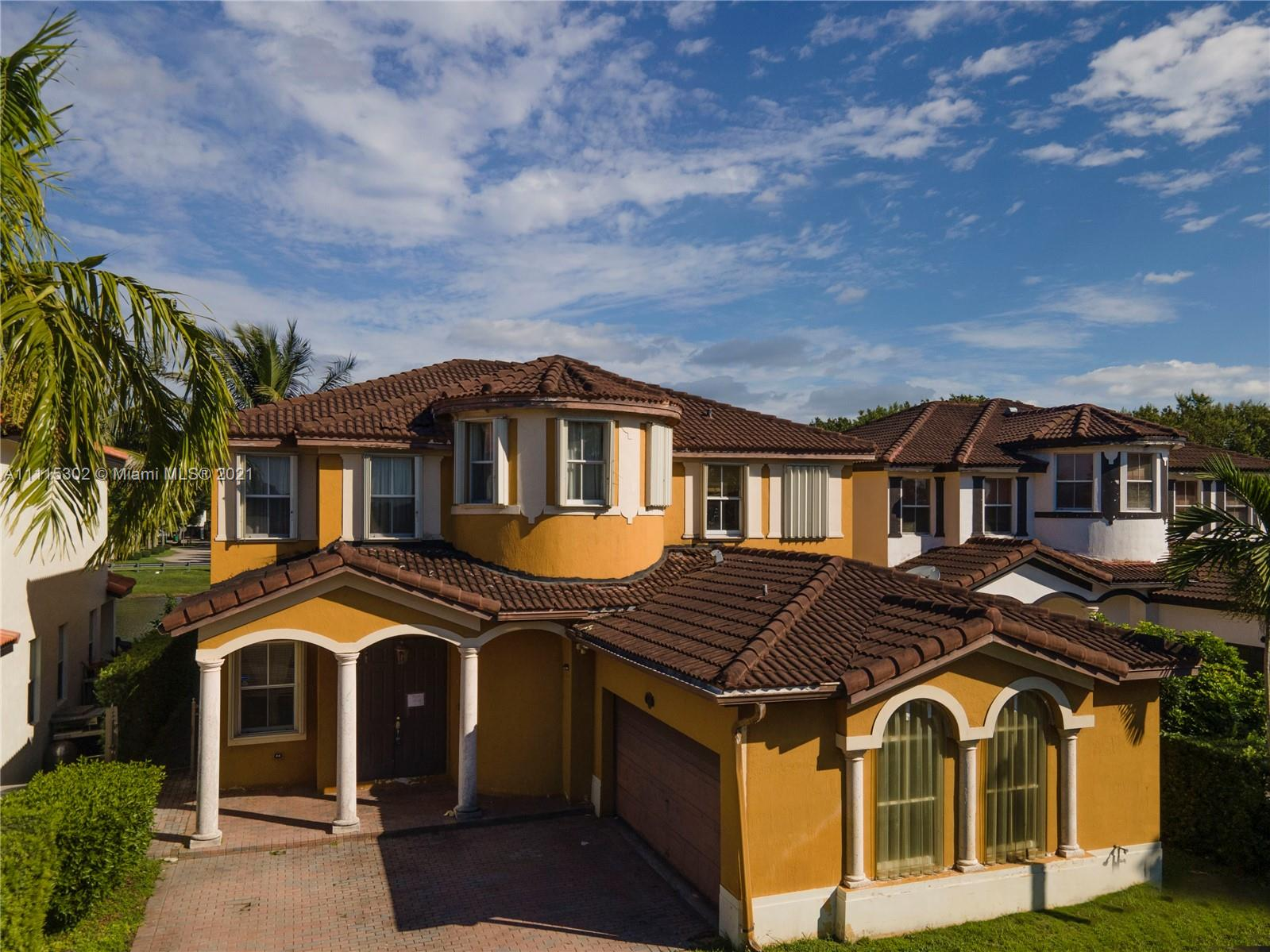 Single Family Home For Sale GRAND LAKES PHASE III2,426 Sqft