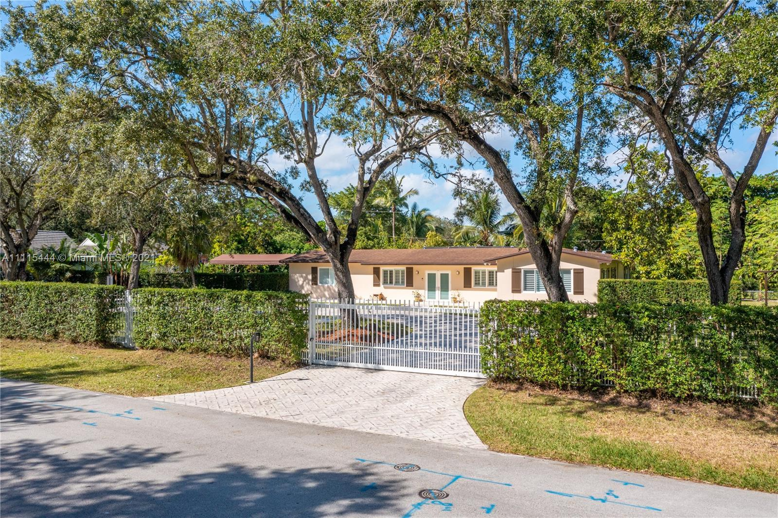 Single Family Home For Sale RIDGEWOOD SUB2,100 Sqft