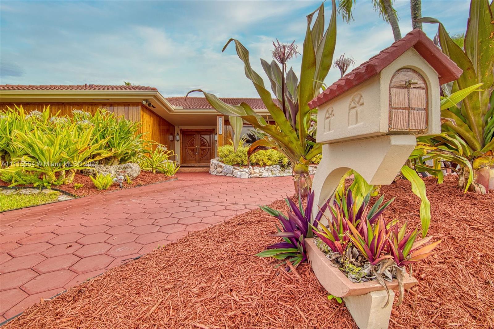 Single Family Home,For Sale,10000 SW 30th St, Miami, Florida 33165,Brickell,realty,broker,condos near me