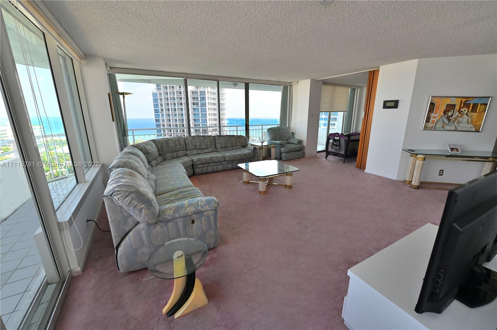 400 S Pointe Dr #1610 photo04