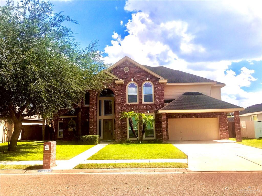 Looking For A Spacious Home With Mature Trees in a Well Established Neighborhood that is Only Minutes from Gym, Shopping, Restaurant, Pharmacies, and Banks... Well, Look No Further... Beautiful Full 5 Bedroom, Vaulted Decorative Ceiling, with Open Concept to All Common Areas... Great for Entertaining and With Double Sided Garage Access from the 3 Car Garage ... You Can Extend Your Covered Exterior Entertaining In... Don't Let This One Pass You By...Book Your Home Tour Today