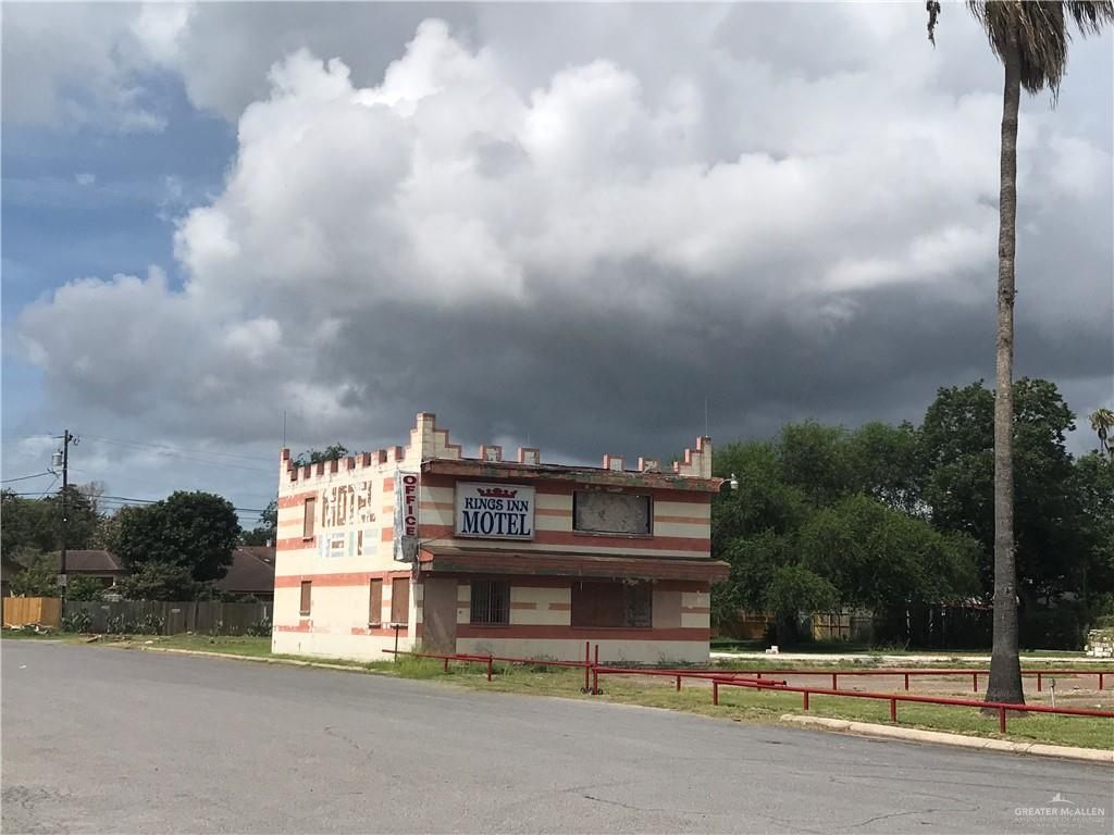 Great Location Near Expressway 83 and Business 83...This is a 2 Story Office Building That Serviced a Motel in the Past... Great For Retail /Office Space Sitting on 1/2 Acre Lot for Expansion... Location, Location, Location ... Near DownTown McAllen, Airport, Restaurant, Retail, and Highway for Easy Access... Schedule Your Private Tour Today