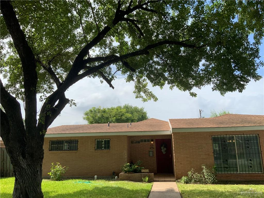 Location!! location is on right next street from Elementary school, center of McAllen that minutes away from shopping, grocery markets, restaurants, coffee shops etc... Beautiful backyard with pool, very spacious 1 story home. Call tomato an appointment TODAY!!