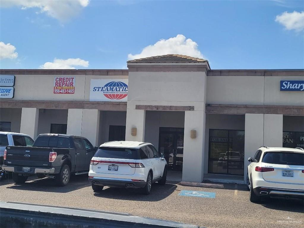 Great Commercial Building in a high traffic area between in Mission, TX. Property is located close to many neighborhoods, Strip Center, shopping, banking and dining locations.