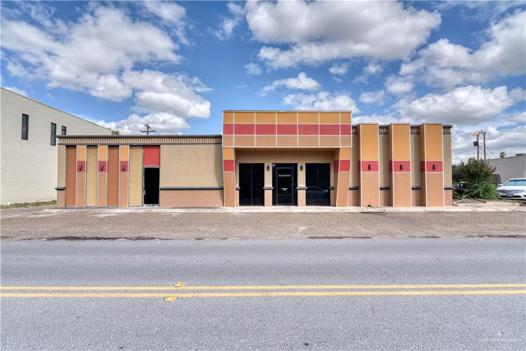 Commercial Building For Sale in Downtown McAllen. First at the entrance you will find a lobby and a hall which separate the property in two sections. At your left has a self entrance directly to the waiting area, then there is a conference room, three offices or work areas, two vault or storage rooms and two bathrooms, one with a shower. Second section will be from the main entrance (lobby) to your right, you will find a very spacious work room with a private office, storage and a vault. There is a lunch room, another two offices, two work rooms and two more storages. This is a very good option for any kind of professional business.