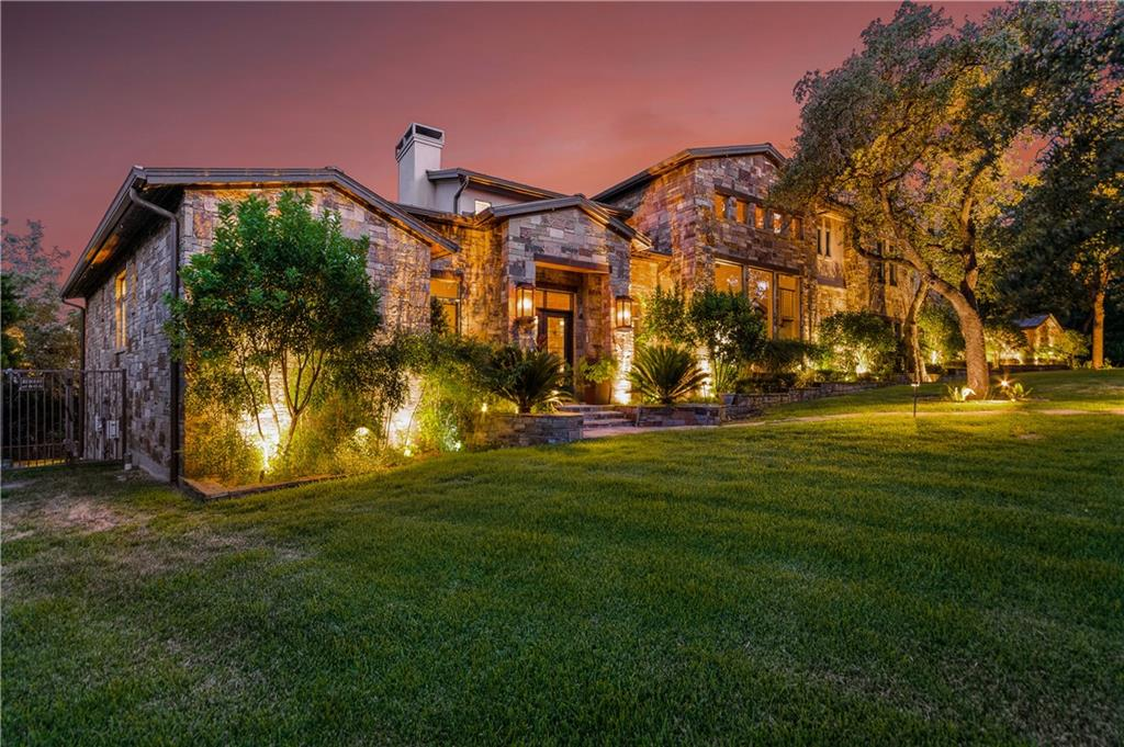 Absolutely incredible home at the highest point in Westlake – same elevation as the penthouse at The W! 5 bed/5 bath main house and additional 1 bed/1 bath apartment, as well as 6 car garage, & located in the superb Eanes school district. Designed by architect Steve Todd of Austin Design Group & featured in High Fashion & LUXE magazine, this masterpiece of contemporary design blended with traditional comfort features panoramic downtown views – the best in the entire Austin area.