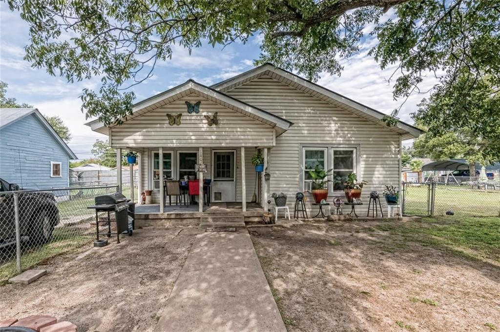 Location, Location - and a tax rate that can't be beat! Historic charm in the heart of Downtown Temple. Endless possibilities, highlighted by a large level lot and BONUS - 1/1 detached Guest House. Opportunity to live and rent out your 1/1 secondary dwelling! Proximal to VA Hospital and military base.