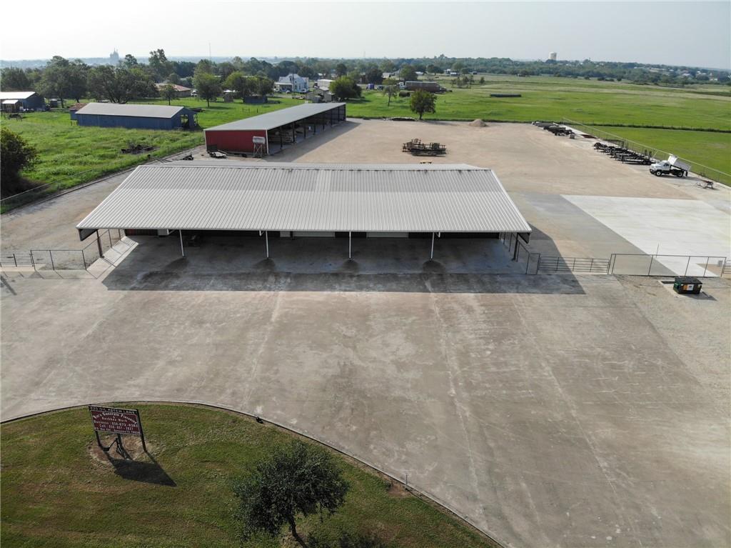 820 Oil Patch LN, Gonzales, TX 78629