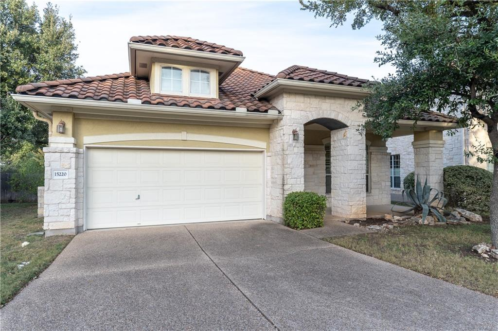 Rare 1 story home in the Enclave. Easy walking distance to the Main Amenity Center w/ swimming pool and tennis courts, restaurants. The open floor plan features two living areas, formal dining and breakfast area. New HVAC (Apr 2019), high ceilings throughout, tray ceilings, crown molding. HOA maintains the front and side yards for easy maintenance.