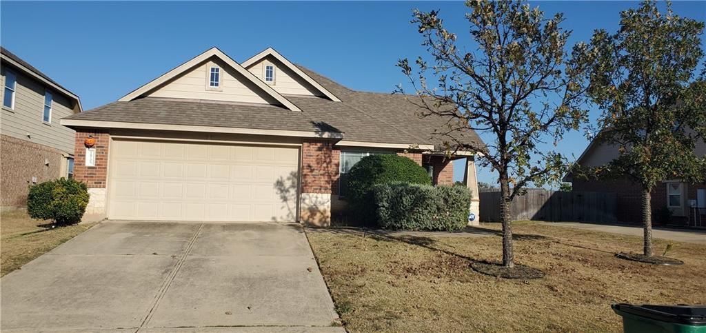 Well maintained single story 3/2/2 sitting  on a large lot. Island kitchen open to the living room, study with French doors. Master bath with separate shower and garden tub.