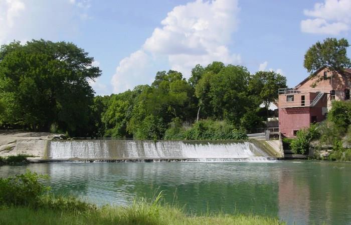 125 River Lakes LN, Martindale, TX 78655