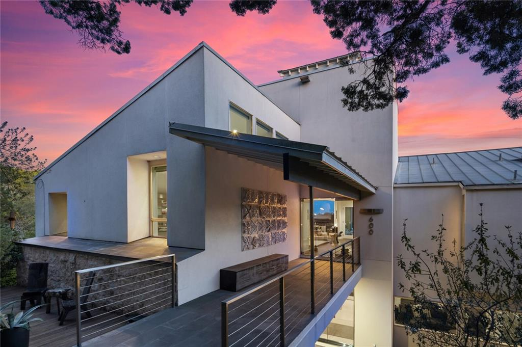 Stunning contemporary home with 3 bedrooms & 3.5 baths situated in West Lake Hills features breathtaking views of the Austin Skyline and rolling hills. Abounding with light from its floor-to-ceiling widows throughout, 600 Terrace Mountain is the perfect private luxury retreat.