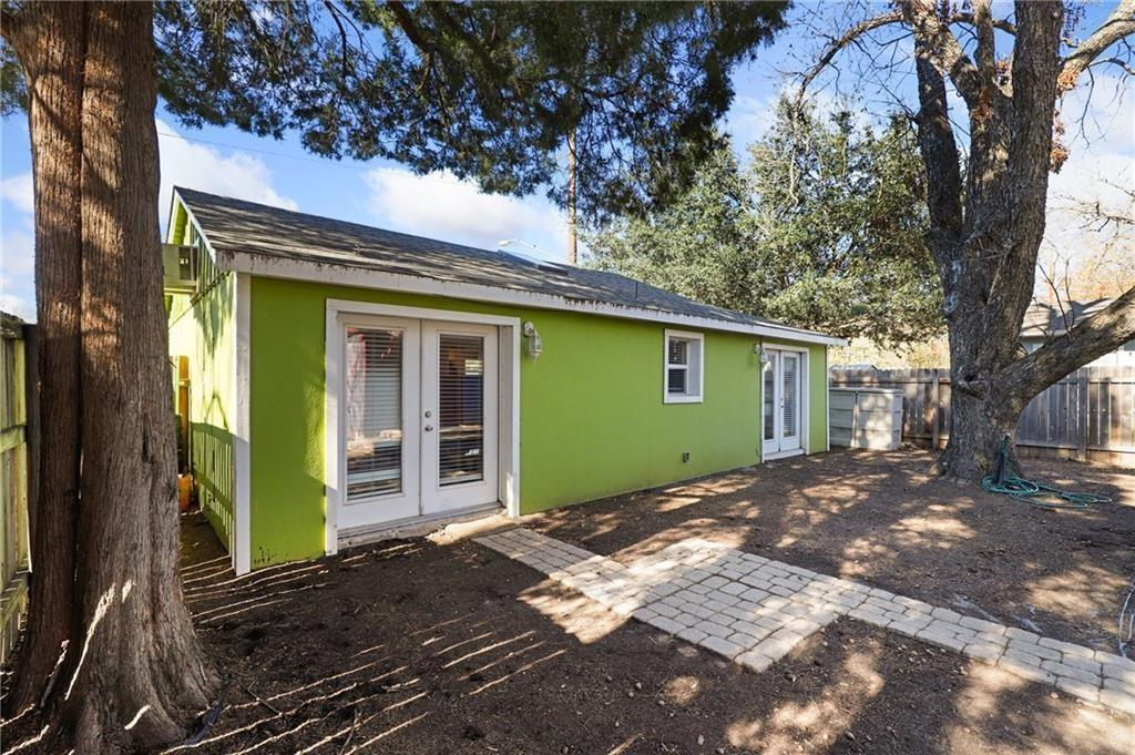 Bright and Beautiful 1 bed/1 bath in well-established Holly neighborhood of East Austin! Across the street from Metz neighborhood park and recreation center, and just down the block from Lady Bird Lake and Hike/Bike trail! The location is UNBEATABLE! This home features its own private entrance and driveway, and fence to be installed for private yard. Bright interior with wood tile flooring, granite countertops and breakfast bar in kitchen, recessed lighting, a well sized bedroom with French doors and a full bath! Just a short walk or bike ride to all that East and Downtown Austin have to offer - restaurants, bars, groceries, shopping and more! Feel free to have your guests utilize the parking across the street at the park. 