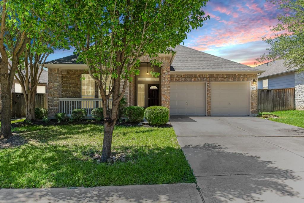 Charming One Story home in award-winning Teravista! Hard surface floors in the formal dining and tile throughout most common areas, convenient Corian countertops, large central kitchen, and spacious Master bedroom. The amenities include three pools with a kiddie splash pad, golf course, two fitness centers, hiking trails, and more. Nearby shopping/centers include Round Rock Outlet Mall, HEB, IKEA, Seton and Scott White Hospital & more.