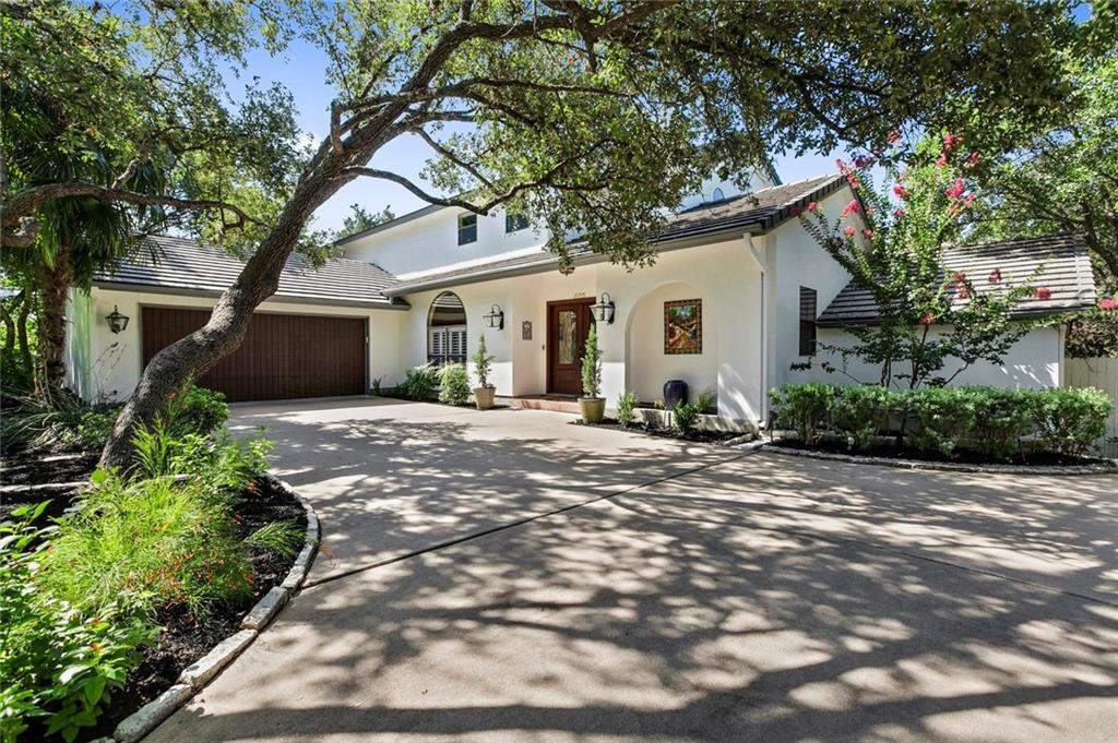 Iron Gated Backyard, 1ac Wooded Lot (.80 + .20 from creek to rd) spring-fed creek. Lakeway pool, rock climbing,
