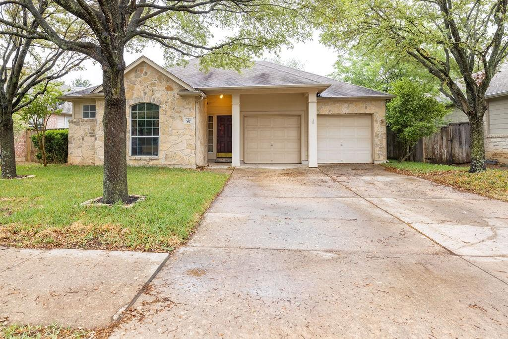 MULTIPLE OFFERS, best and highest by Thursday May 6th, 10AM.  BACK ON THE MARKET, INVESTOR SPECIAL !!!! **** Currently leased through 3/31/2022 . APPOINTMENT ONLY WITH LISTING AGENT, Beautiful  3/2 in popular Teravista, on quiet street backs to walking trail. Near outlet mall, hospitals and universities. Tile in living and halls. Open spacious floorplan. Large kitchen with tons of cabinets and natural light. Sellers will provide a new roof, inspection report attached on documents.