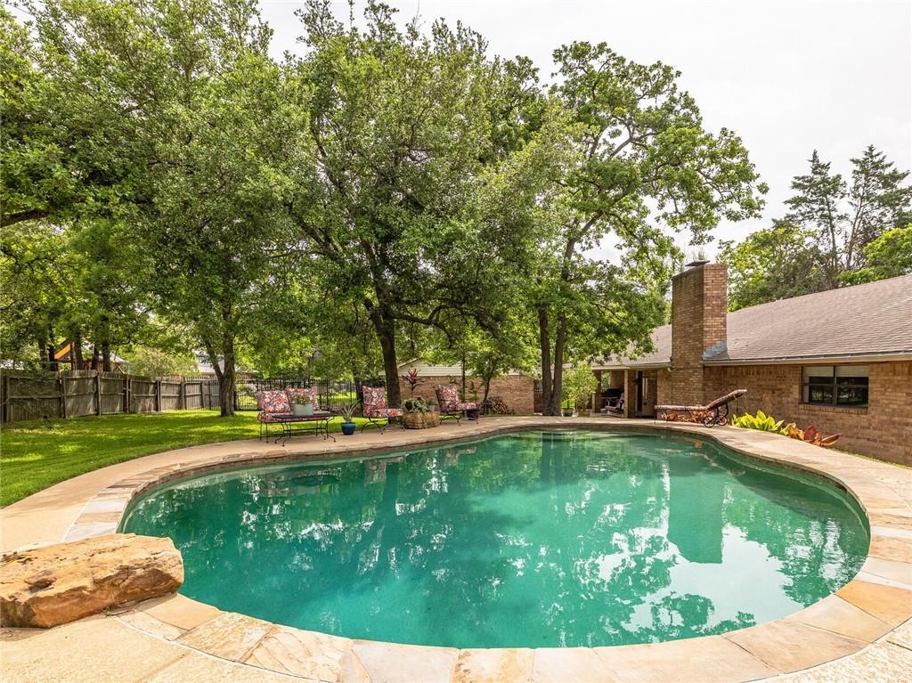 1900 Yokley RD, Rockdale, TX 76567