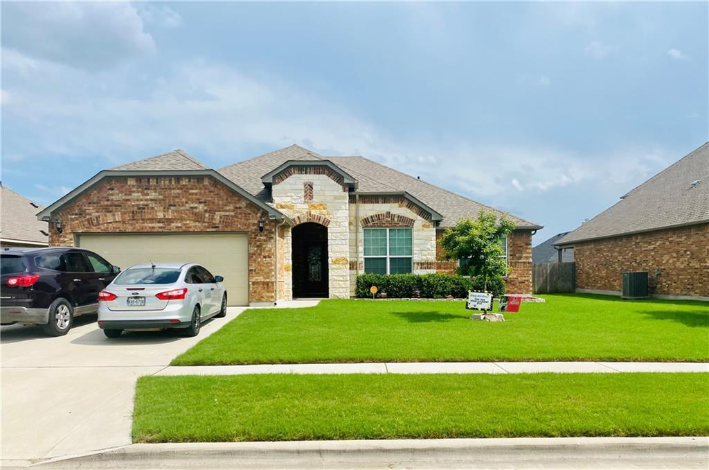 A beautiful 4 bedroom home located in White Rock Estates. Centrally located in the Killeen/Harker Heights area with easy access to HWY 190. Open floor concept with a Large Kitchen with a separate island. Granite Counter tops in the kitchen and separate desk area. With a large garden tub located in the Master Bathroom and a stand alone shower. Bedrooms are spacious with carpet. Less than 1/2 mile from Heritage Oaks bike and walking trail. You don't want to miss your chance at this home!