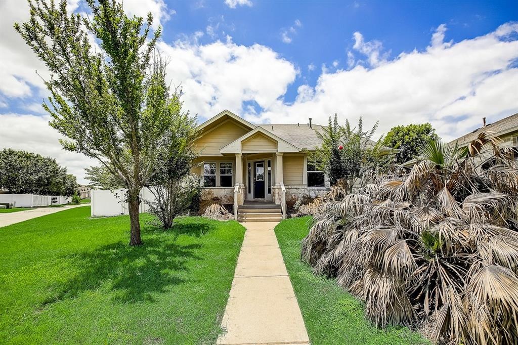 This Pflugerville one-story cul-de-sac home offers a patio, and a two-car garage.