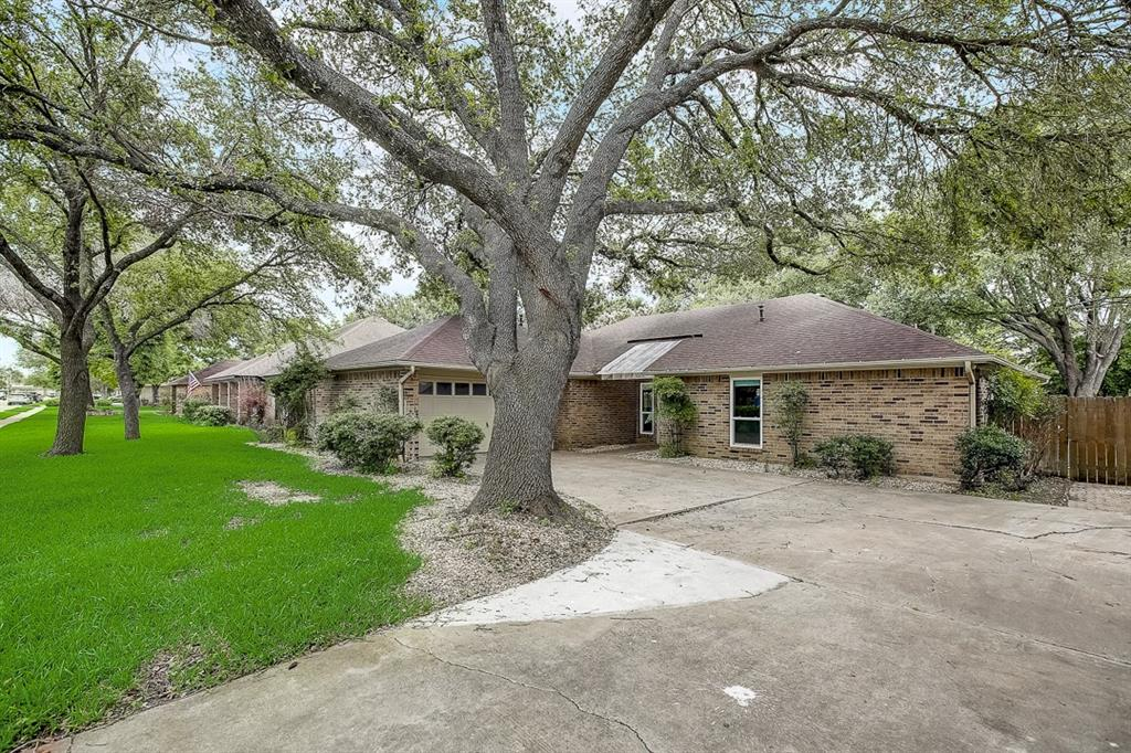 This Pflugerville one-story cul-de-sac home offers quartz countertops, and a two-car garage.