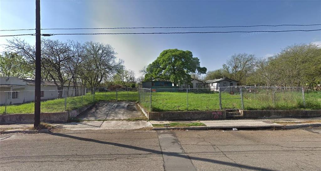 2208 W Poplar ST, San Antonio, TX 78207