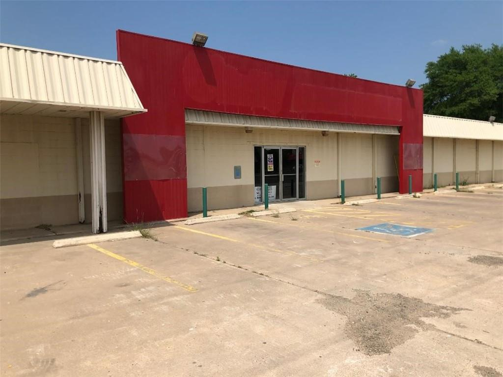 1004 W Cameron Ave, Rockdale, TX 76567