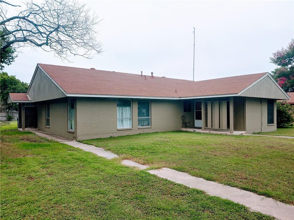 402 E Pietzsch ST, Bartlett, TX 76511