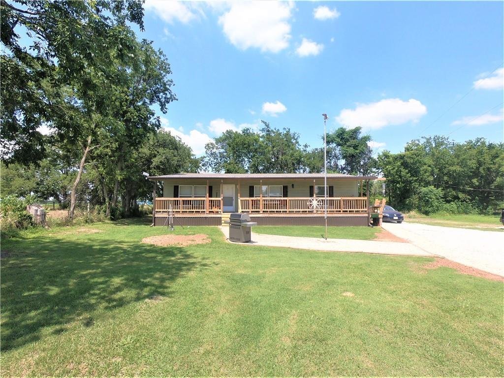 307 County Road 483, Lott, TX 76656