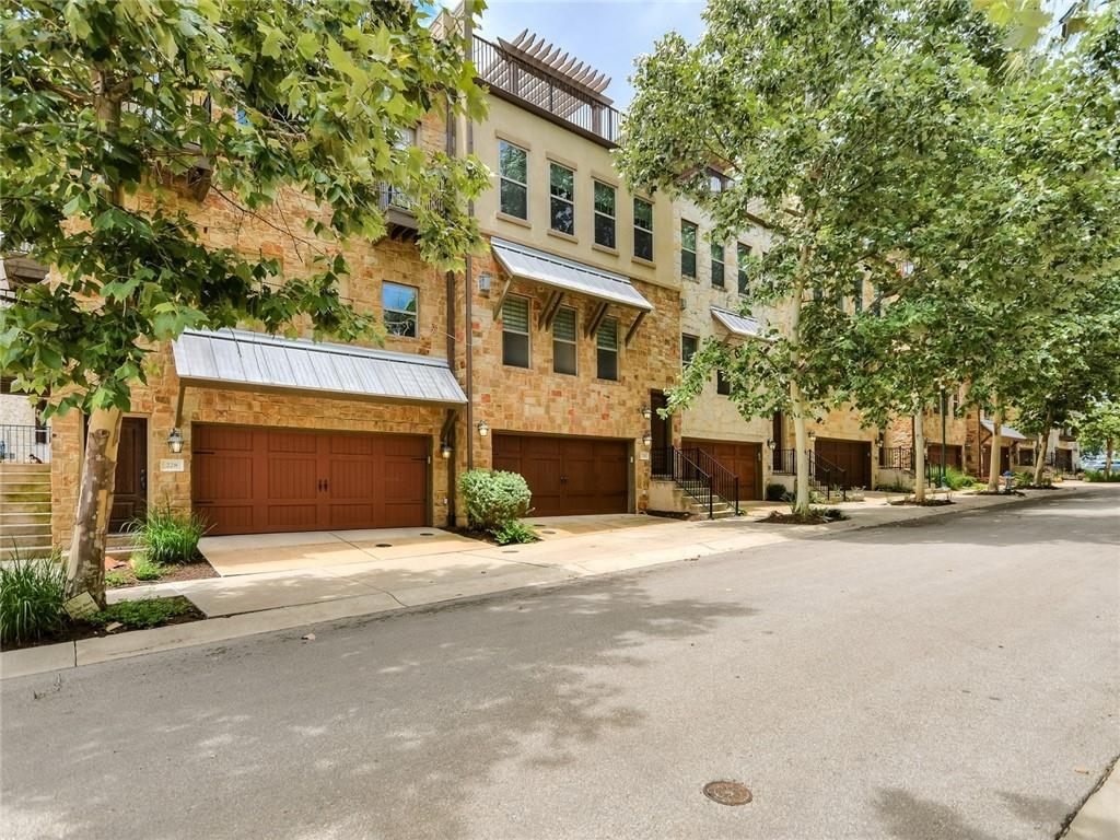 Phenomenal brownstone, cool vibe, very clean, residence. Used sporadically by owner who commuted between here and Chicago. Absolutely one of the best units in the community. Private, great north-south orientation, trees and views from upper. Elevator, bathroom on upper level, modern, cool upgrades, Absolutely worth seeing.