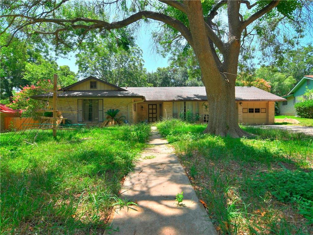 Cute house in San Antonio! With a little TLC, this property has a lot of potential and space for growth, schedule your showing today!