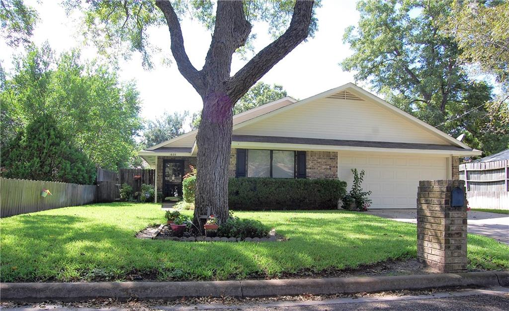 1608 N Hoover Ave, Cameron, TX 76520