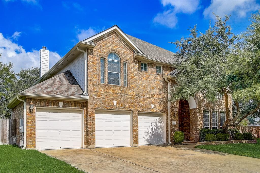 This Round Rock two-story cul-de-sac home offers granite countertops, and a three-car garage.
