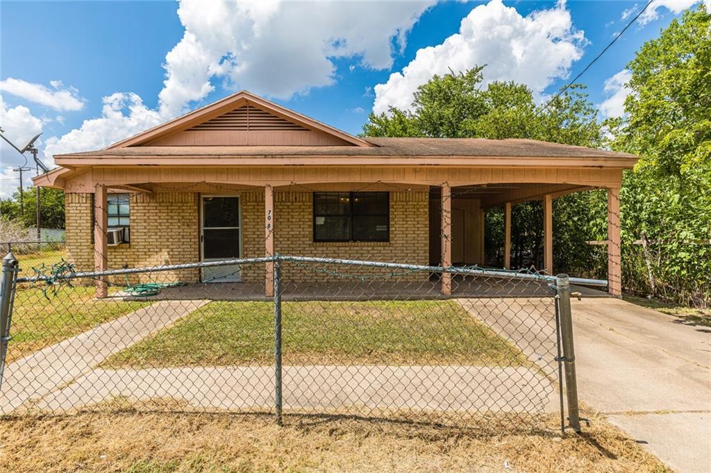 708 W Avenue E, Rosebud, TX 76570