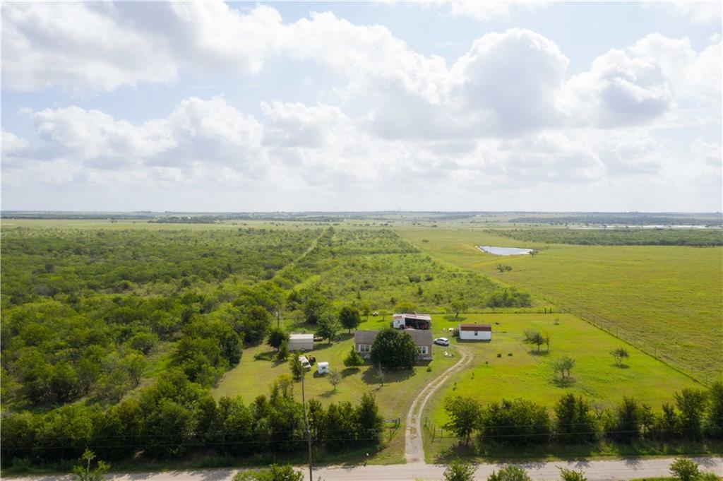 415 Holz RD, Niederwald, TX 78640