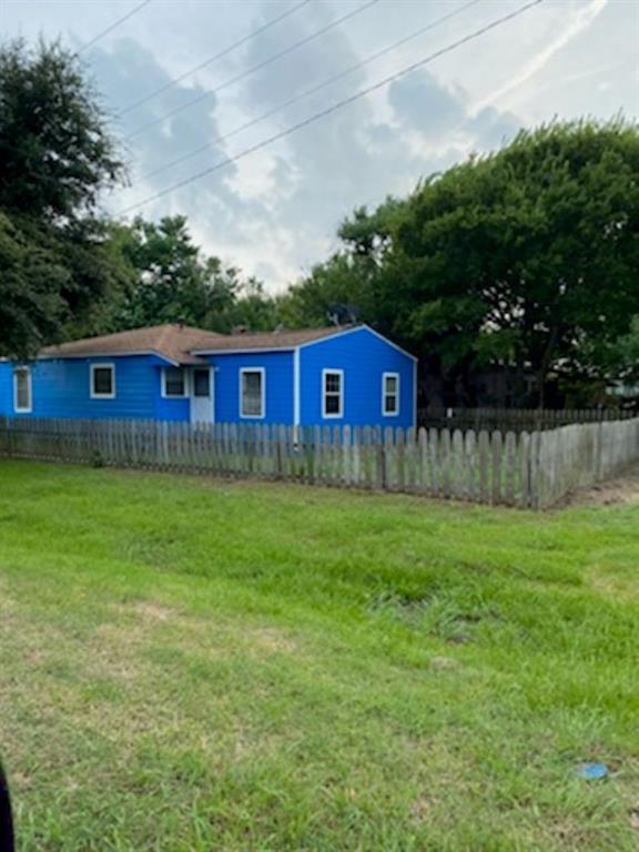301 Magnsusson Ave, Palacios, TX 77465