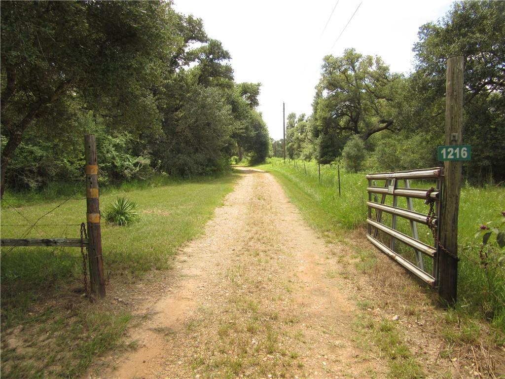 1216 Coxwell RD, Sheridan, TX 77442