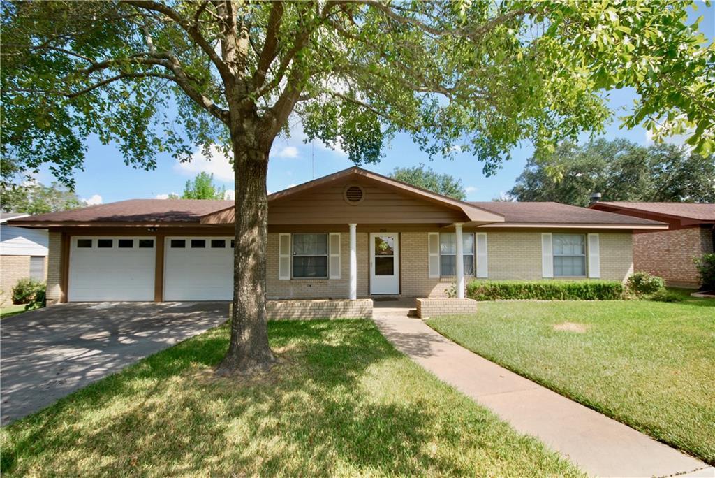 205 Klesel ST, Schulenburg, TX 78956