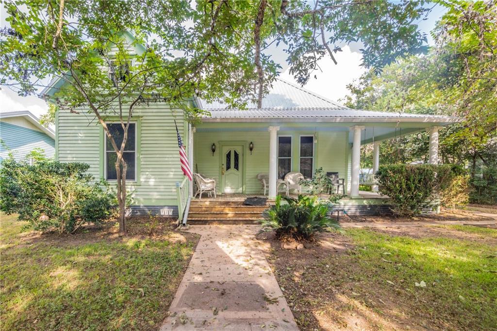705 Hudgins ST, Smithville, TX 78957