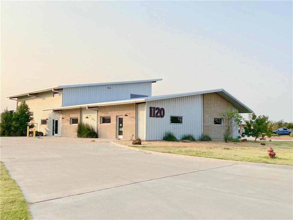 1120 Dildy DR, Elgin, TX 78621