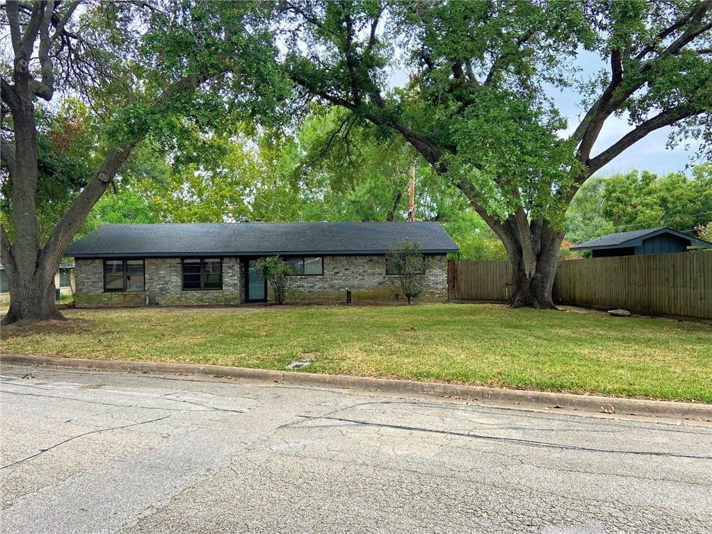 208 Munz ST, Brenham, TX 77833