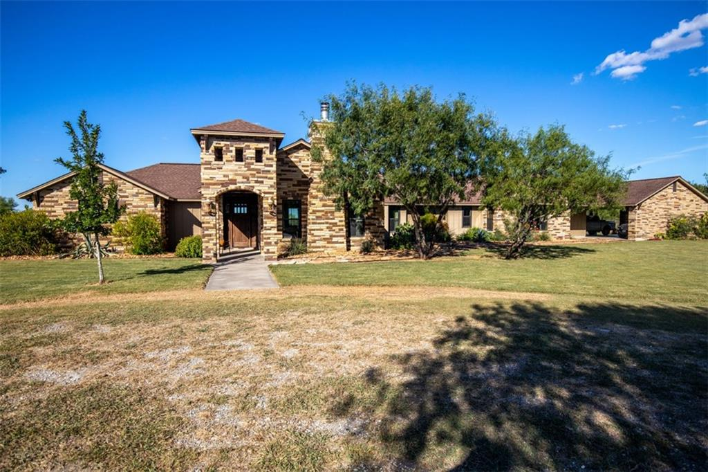 142 County Road 440, George West, TX 78022