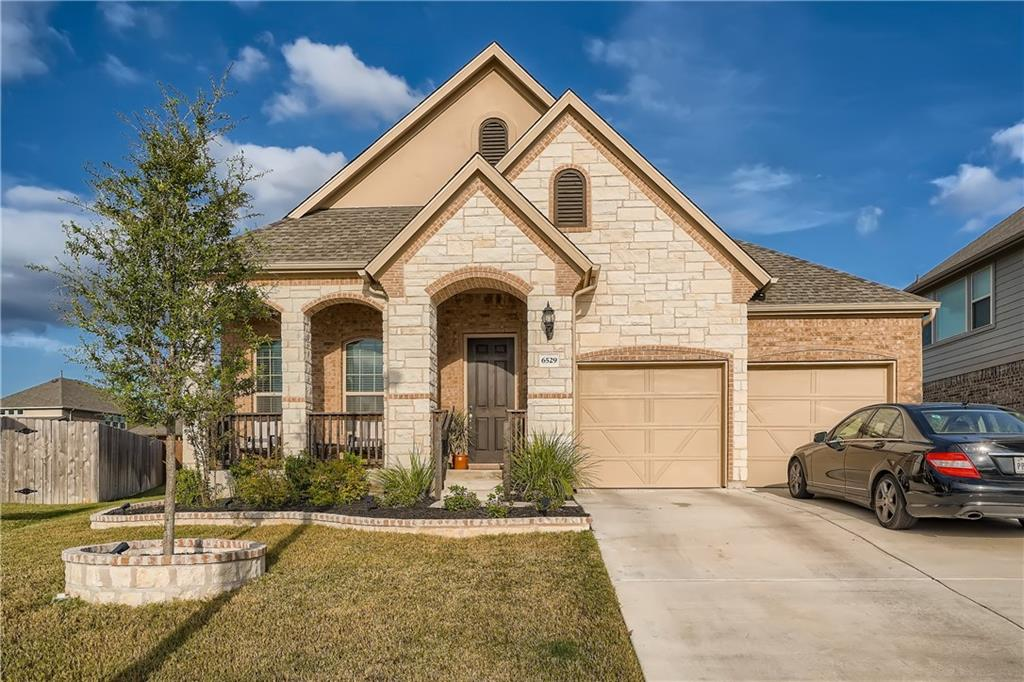 Beautiful single story in the popular Siena neighborhood! This move-in ready open floor plan has high ceilings and abundant natural light. It offers 3 bedrooms, 2 baths, 2 car garage, and spacious living, dining, & kitchen areas. The kitchen features granite counters, upgraded tile backsplash, birch kitchen cabinets, & stainless steel appliances. The primary bathroom has dual vanities, garden tub, separate shower and a walk-in closet. In the back yard, you will find a nice covered patio with fan and a private back yard with plenty of grassy area to relax in. The neighborhood has a community pool with splash pad, playground, & walk/bike/hike/jog trails. Easy access to 130/79 & minutes to shopping/restaurants, Old Settlers Park, Dell Diamond, Kalahari, & the Round Rock Premium Outlets.