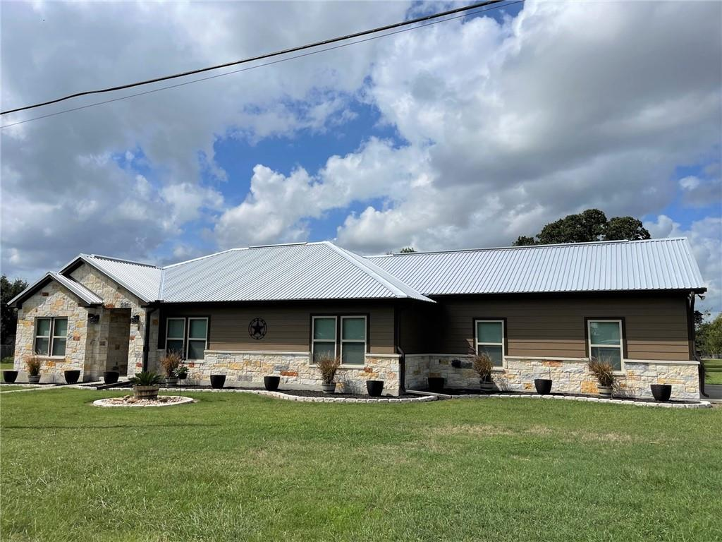 701 Grover ST, Ellinger, TX 78938