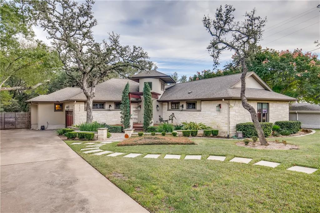 Located in Highland Park West, this 4 bedroom 3 bath single story home sits on .35 acres with mature oaks and a pool/hot tub. Features include 10' ceilings, walnut floors, granite counters & Miele appliances. The master bath features separate his & hers vanities, spa style walk in shower and multiple walk in closets.