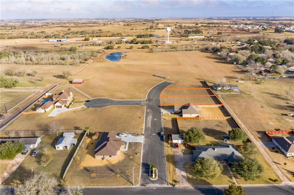 108 Fosters Branch DR, Schulenburg, TX 78956