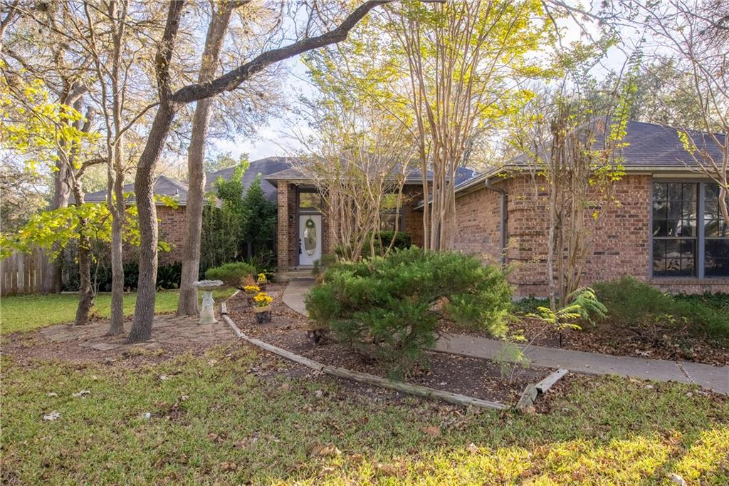 Great Location!!  Very easy access to the new Mopac 45 extension!  20 minutes from DT Austin. Enjoy this amazing 4 bedroom home nestled on almost 1/2 acre, cul-de-sac lot surrounded by tall trees.  Open floor plan with sun room, formal dining, office and bonus room!  Gourmet kitchen with granite counters.  HOA offers pool, tennis court, basketball court, park and trash service.  Zoned for Carpenter Hill, Dahlstrom Middle School and Johnson High.Restrictions: Yes  Sprinkler Sys:Yes
