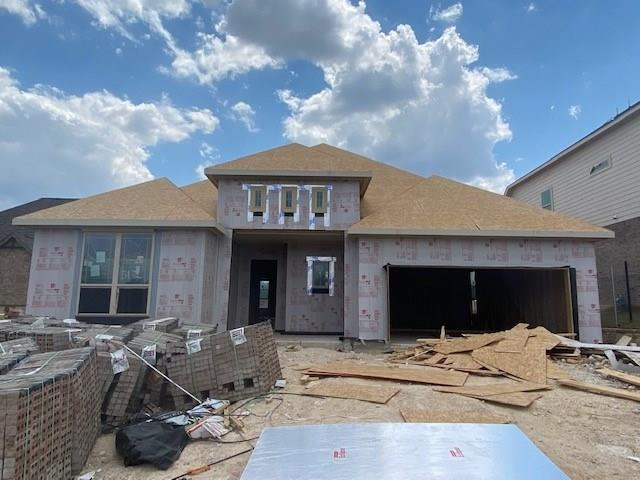 Popular Yale floor plan with featureed that include bed 4 and bath 3 in lieu of flex, powder and tandem garage, 3' master extension, enlarged walk in shower, large master walk in closet, walk in pantry, covered patio. Available November.Restrictions: Yes  Sprinkler Sys:Yes