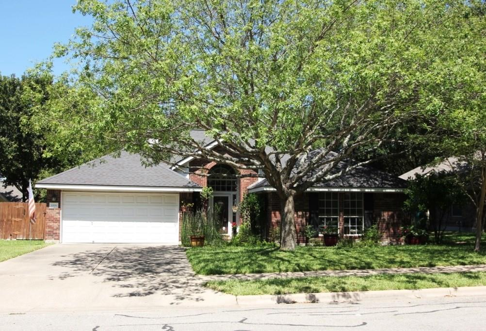 Restrictions: Yes Wonderful home in a great area.  Easy to show!  Contact owner by TEXT!!! she will call you back to set up time please give one hour notice.  Large shade trees cover this well manicured property.  Well established neighborhood. I also have the listing on 1008 Pine Creek Dr.  MLS# 1181583.
