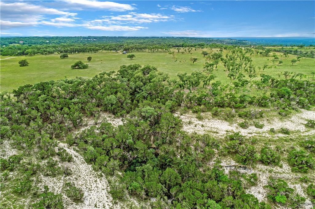 Hilltops, plateaus and deep canyons create a dramatic landscape with long-distance views and various level building