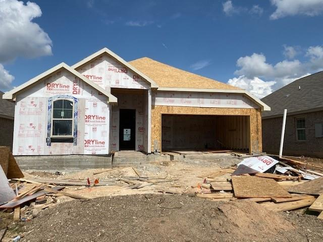 Single Story Mahogany Floor Plan! 3 bedrooms, 2 bathrooms with family and dining space. Granite Countertops, Custom Tile Backsplash, Covered Back Patio, Full Sprinkler/Sod in Front & Rear Yards. See Agent for Details on Finish Out. Available November.Restrictions: Yes  Sprinkler Sys:Yes